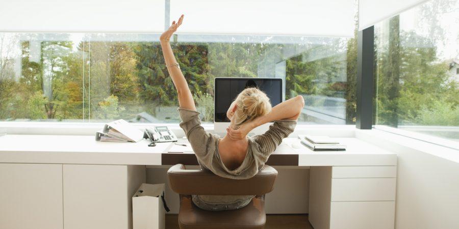 faire du yoga au bureau. Black Bedroom Furniture Sets. Home Design Ideas