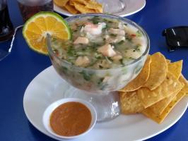 Ceviche : poissons cuits dans le jus de citron et la coriandre
