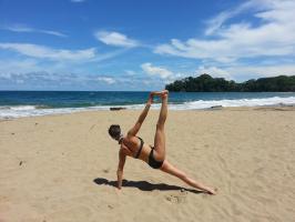 Yoga sur sable blanc...