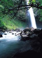 Cascade sur la rivière Pacuara
